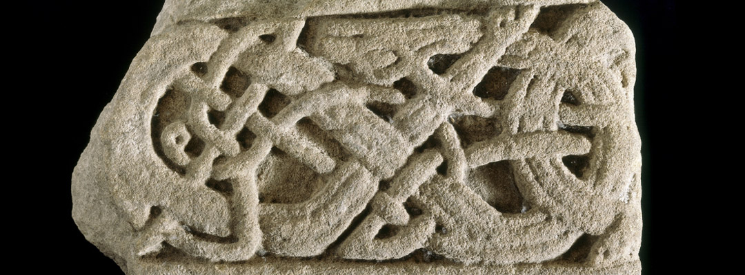 Interlaced cross-shaft stone carving