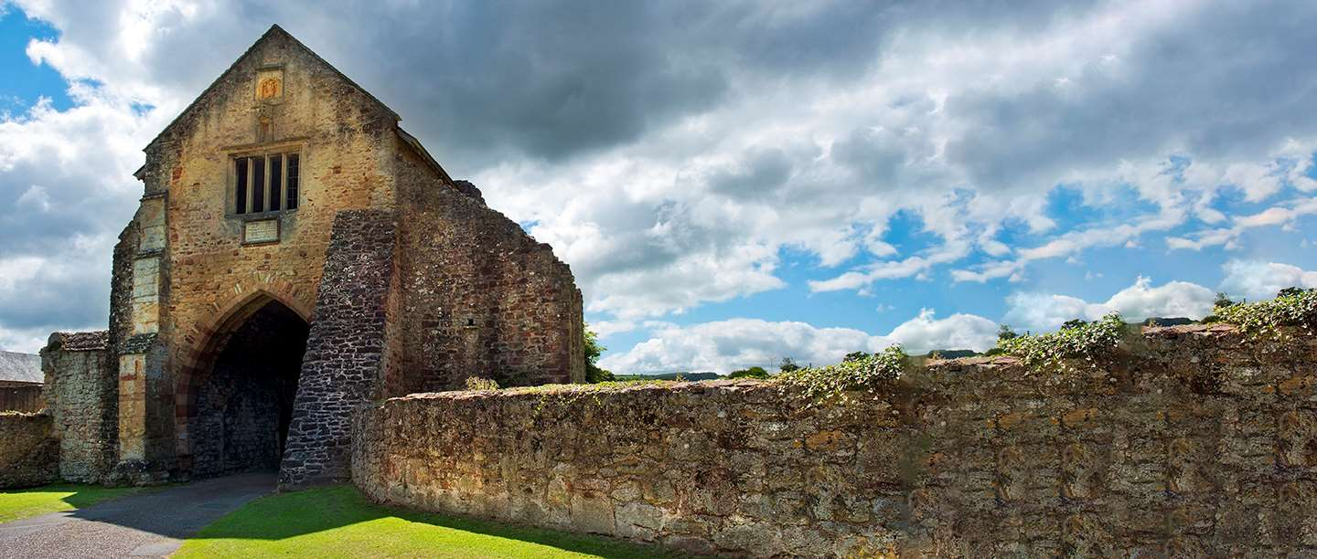 Image: The gatehouse at Cleeve Abbey in Somerset
