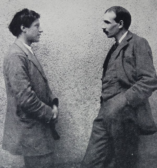 Grainy black and white photography of the painter Duncan Grant standing with economist John Maynard Keynes