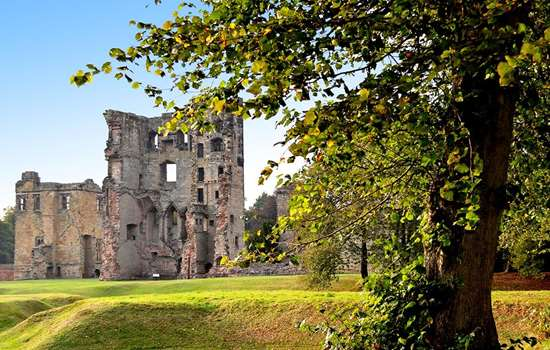 Exterior view of the ruins of Ashby de la Zouch Castle