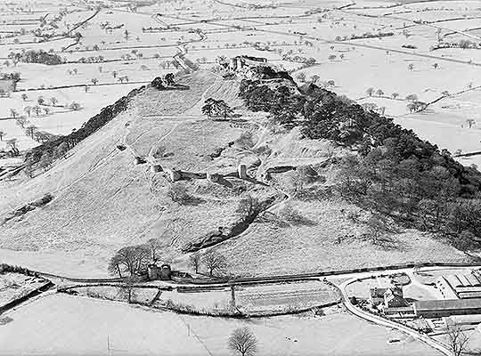 Aerial photograph of Beeston in the 1950s, showing the outer ward and curtain wall before the site was covered with trees and bushes
