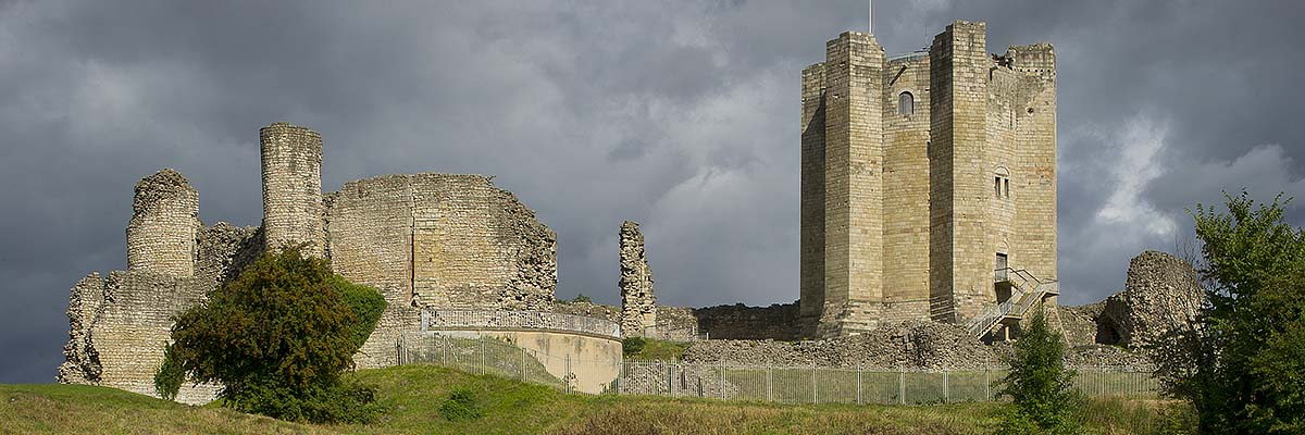 Conisbrough's remarkably well-preserved keep (right) is one of the finest examples of a late 12th-century 'great tower'