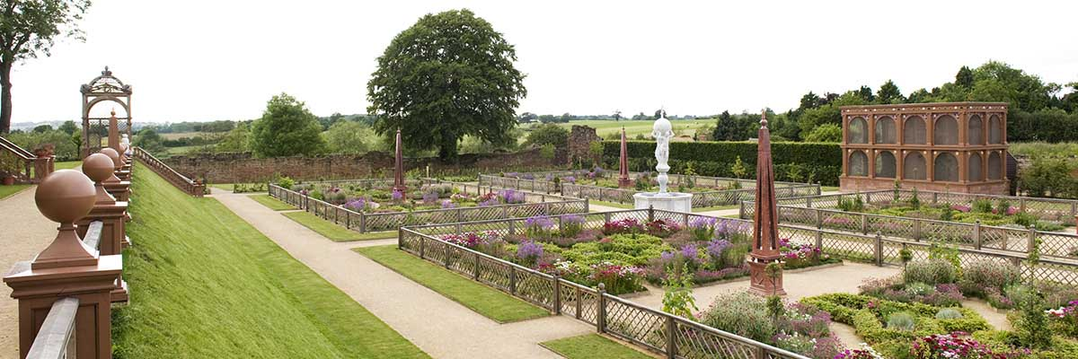 The Elizabethan garden at Kenilworth Castle was recreated based on an eye-witness description of this site, in addition to extensive archaeological research