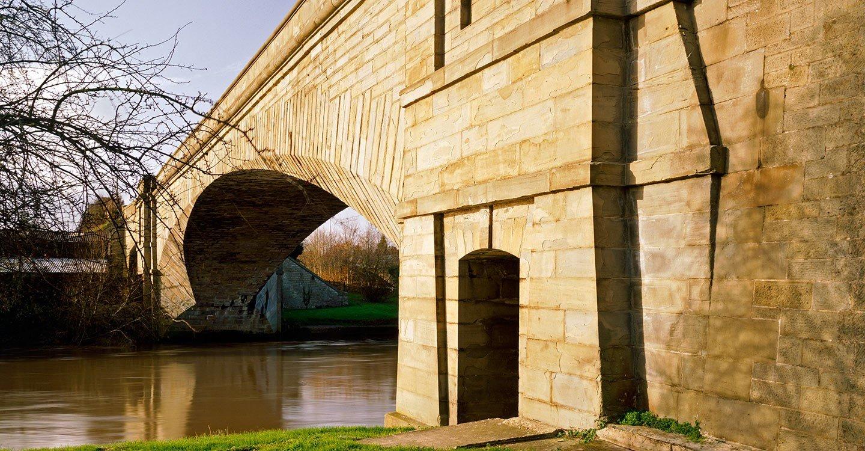 over bridge hero - Thomas Telford in detail