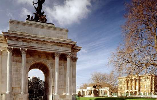 View of Wellington Arch in the sunshine