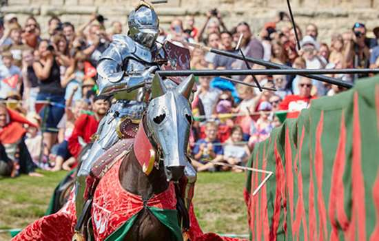 A knight breaks a lance against his opponent